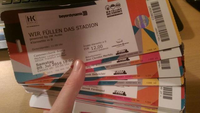 """Teilnahme am Weltrekordversuch """"Wir füllen das Stadion 2016"""" in der Commerzbank-Arena in Frankfurt"""